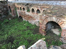 arches are an important feature of the ancient architecture